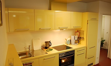 Kitchen with electric oven, ceramic hob, refrigerator, dishwasher, coffee machine, kettle and crockery and utensils for 6 people