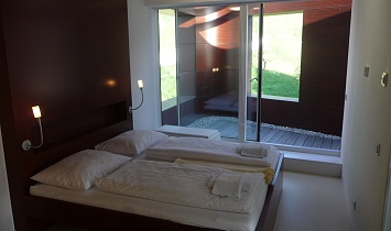 Bedroom with direct access to the terrace in the guise of a pergola
